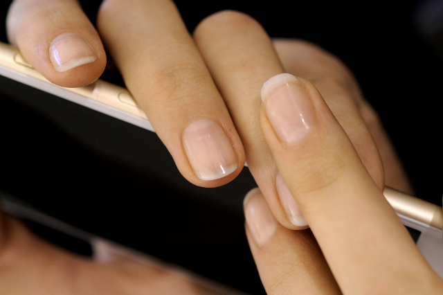 b-how-to-keep-brittle-and-damaged-nails-healthy-after-gel-manicure